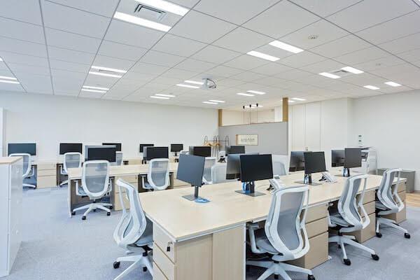 オフィスデザイン事例|株式会社ノハナ開放感と機能性を兼ね備えたオフィススペース