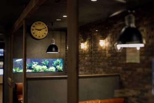 オフィスデザイン事例|株式会社オーガスタ目にやさしいグリーンと水で安心感を演出