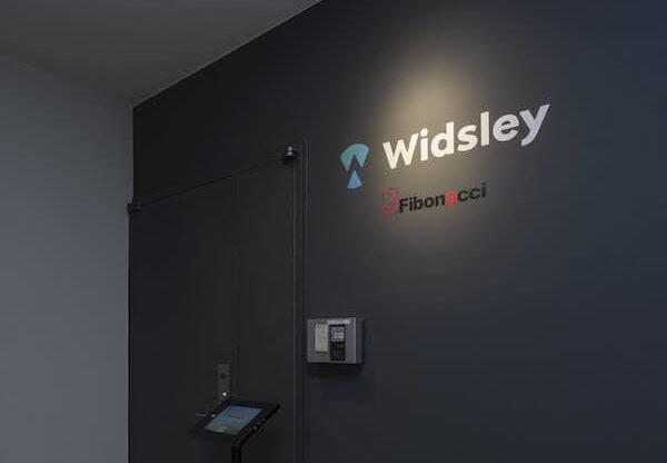 オフィスデザイン事例|株式会社Widsley_エントランス_シック