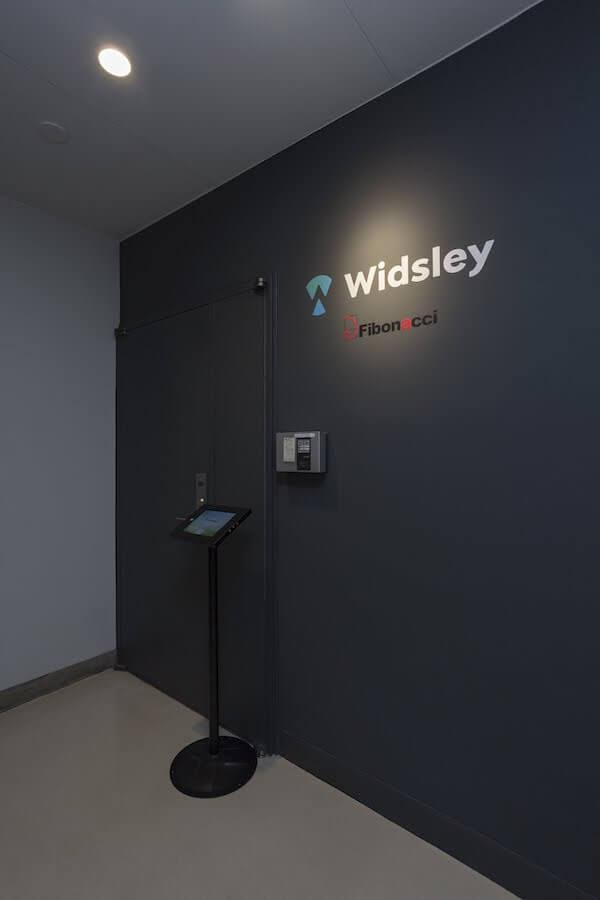 株式会社Widsley_エントランス_シック