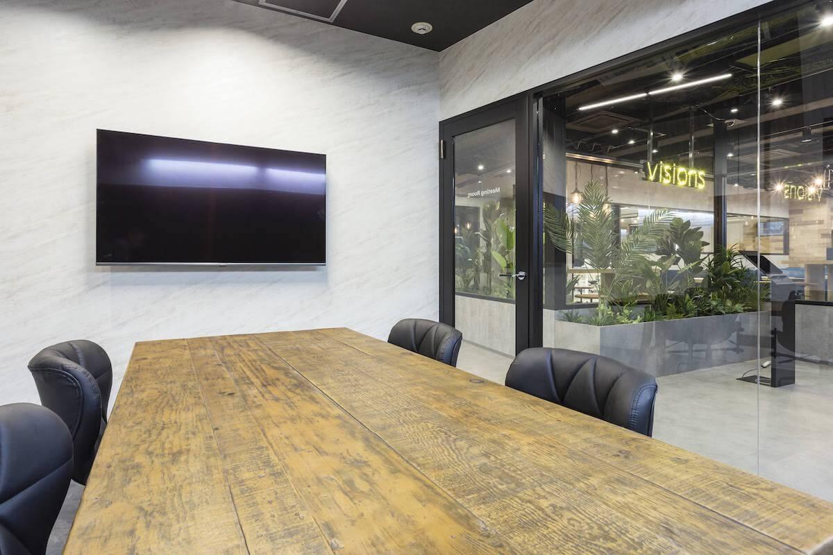 ビジョンズ株式会社_会議室内風景