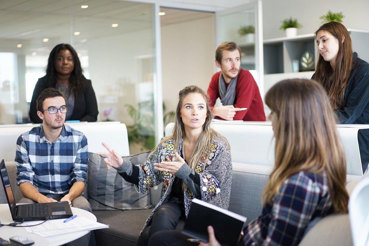 プロのデザイン会社に任せる利点と注意点の詳細