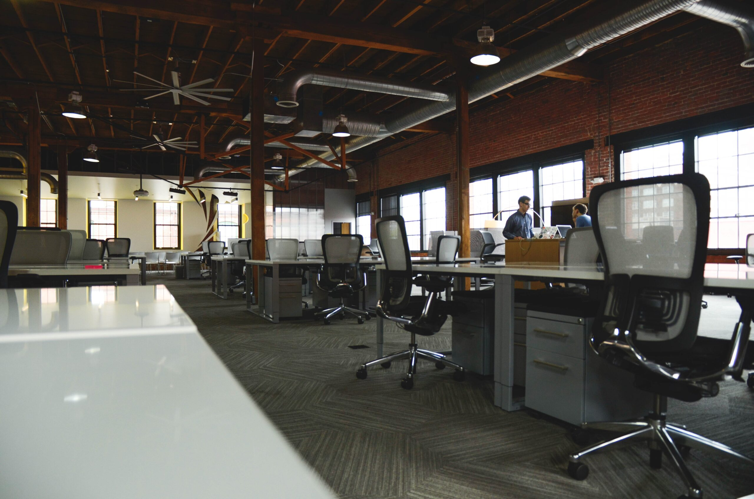 こんなオフィス内装はNG②空調や電気設備が整っていない