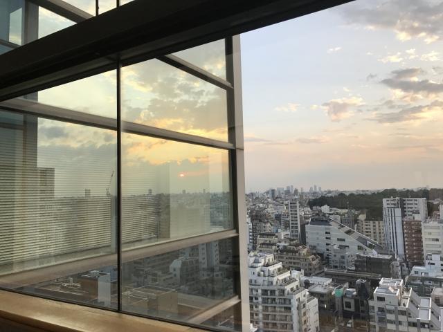 オフィスでリフレッシュするための対策②遠くを見渡せるベランダまたは窓