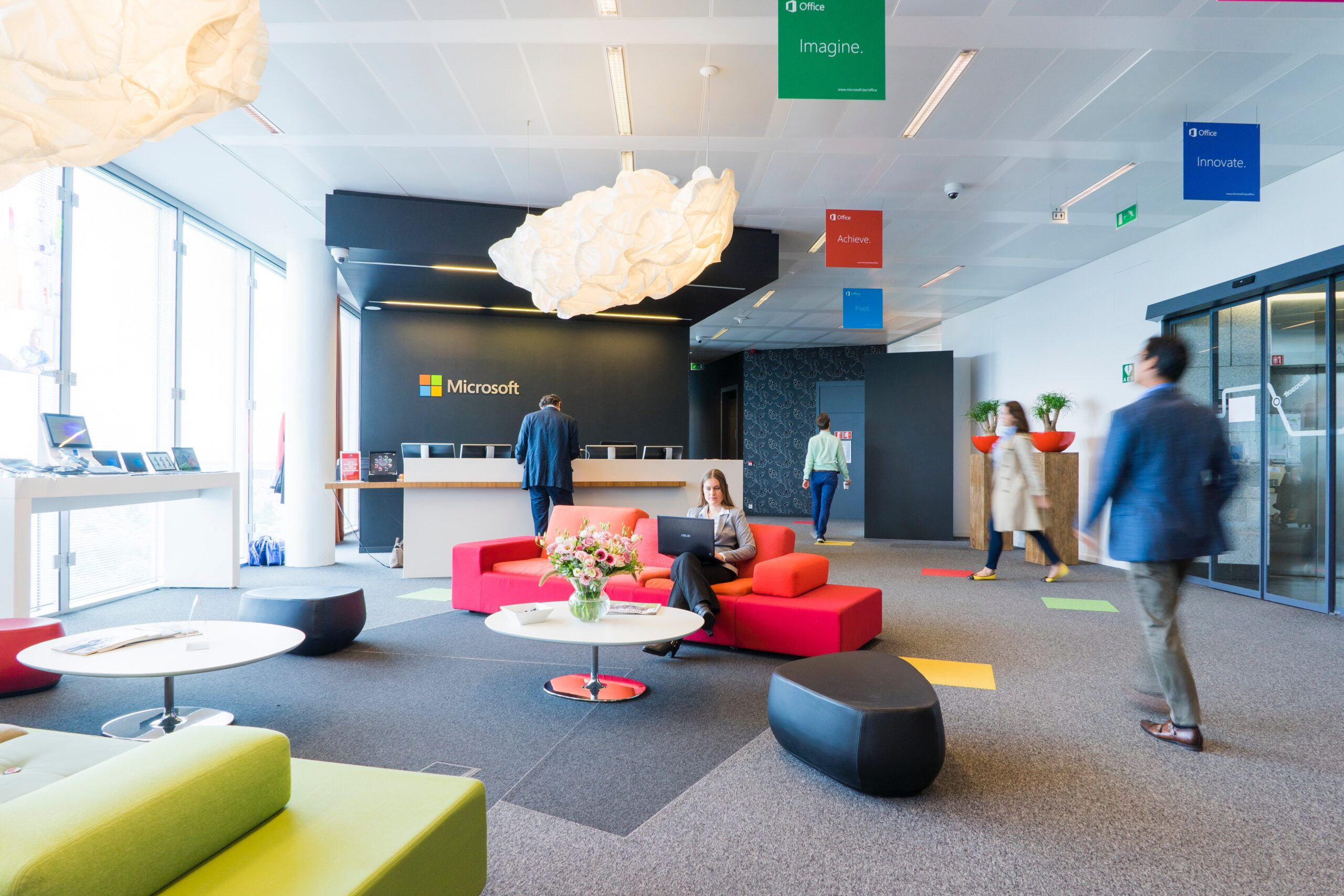 オフィスのエントランスが与える印象②会社のシンボルやメッセージ性を伝えられる