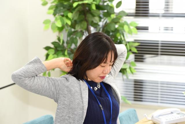 オフィスでできる運動:首や肩周りに効果的な運動は3タイプ