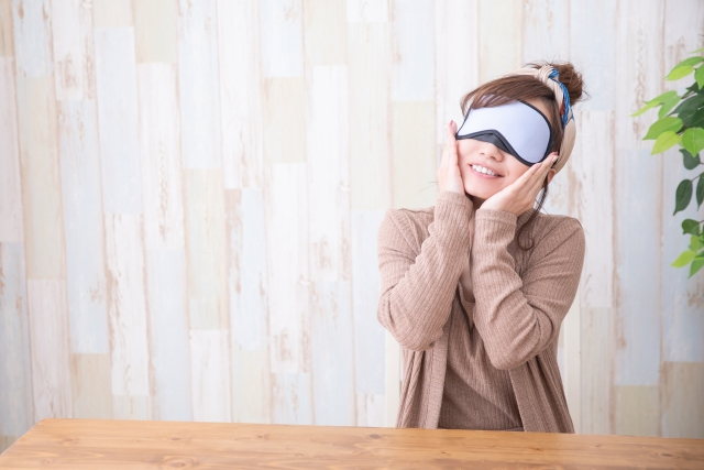 オフィスでの疲れ目対策②蒸しタオルなど温かいもので目を温める