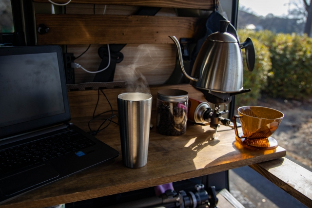 オフィスにコーヒーマシンやゆっくりコーヒーが飲めるスペースがあると更に良し