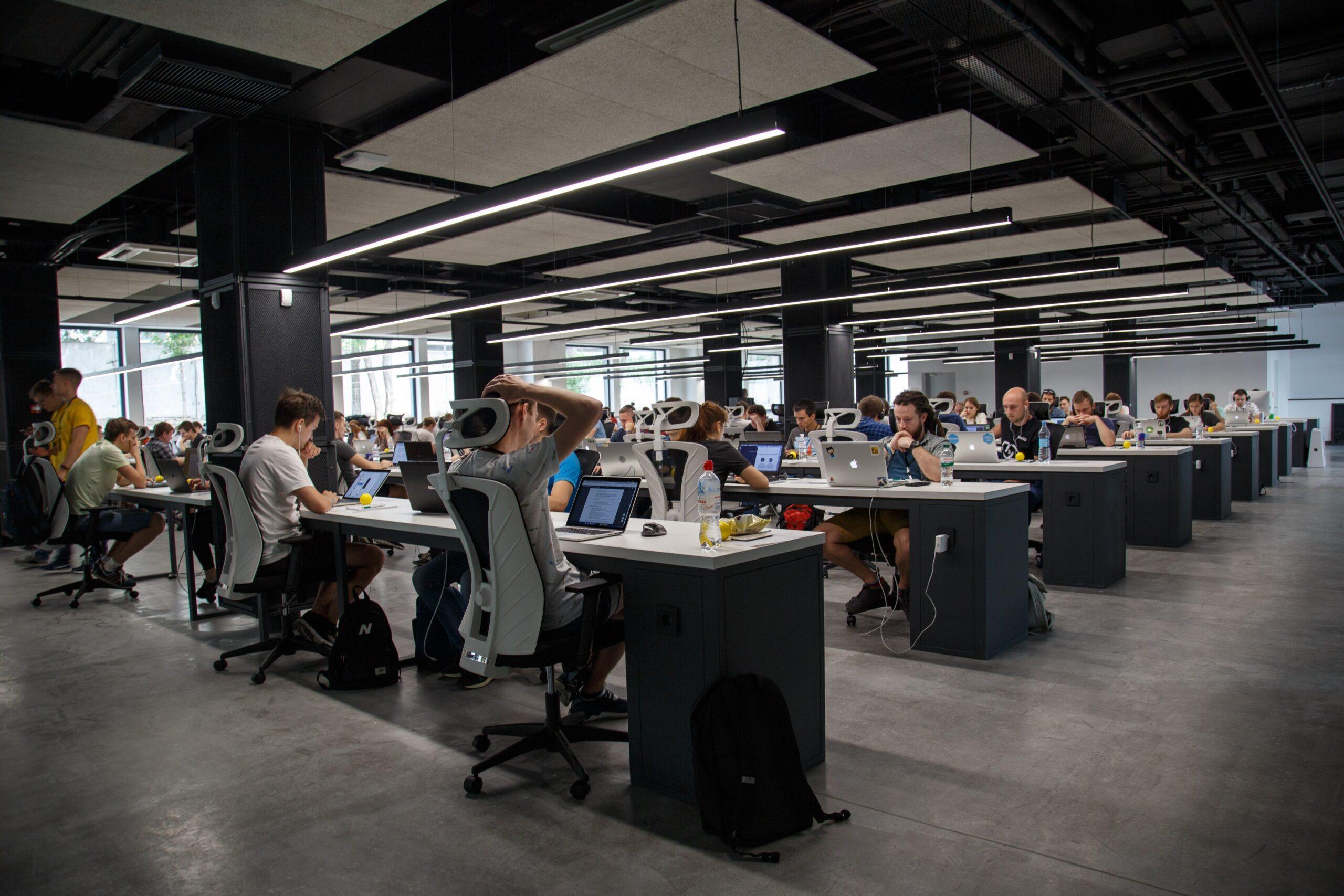 オフィスのレイアウトは業務や従業員の連携を考慮する