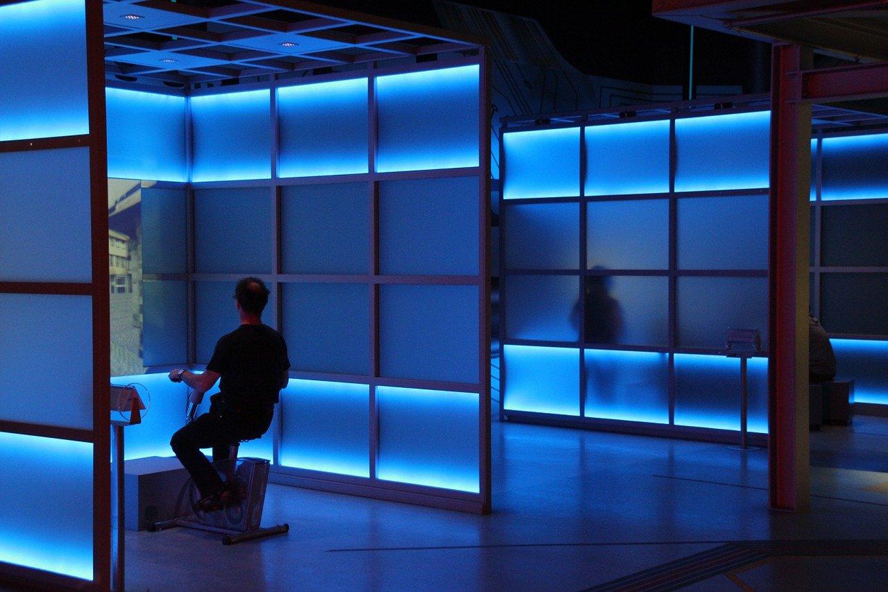 休憩スペースの照明は色選びから:色と光が人々に与える効果を知ろう