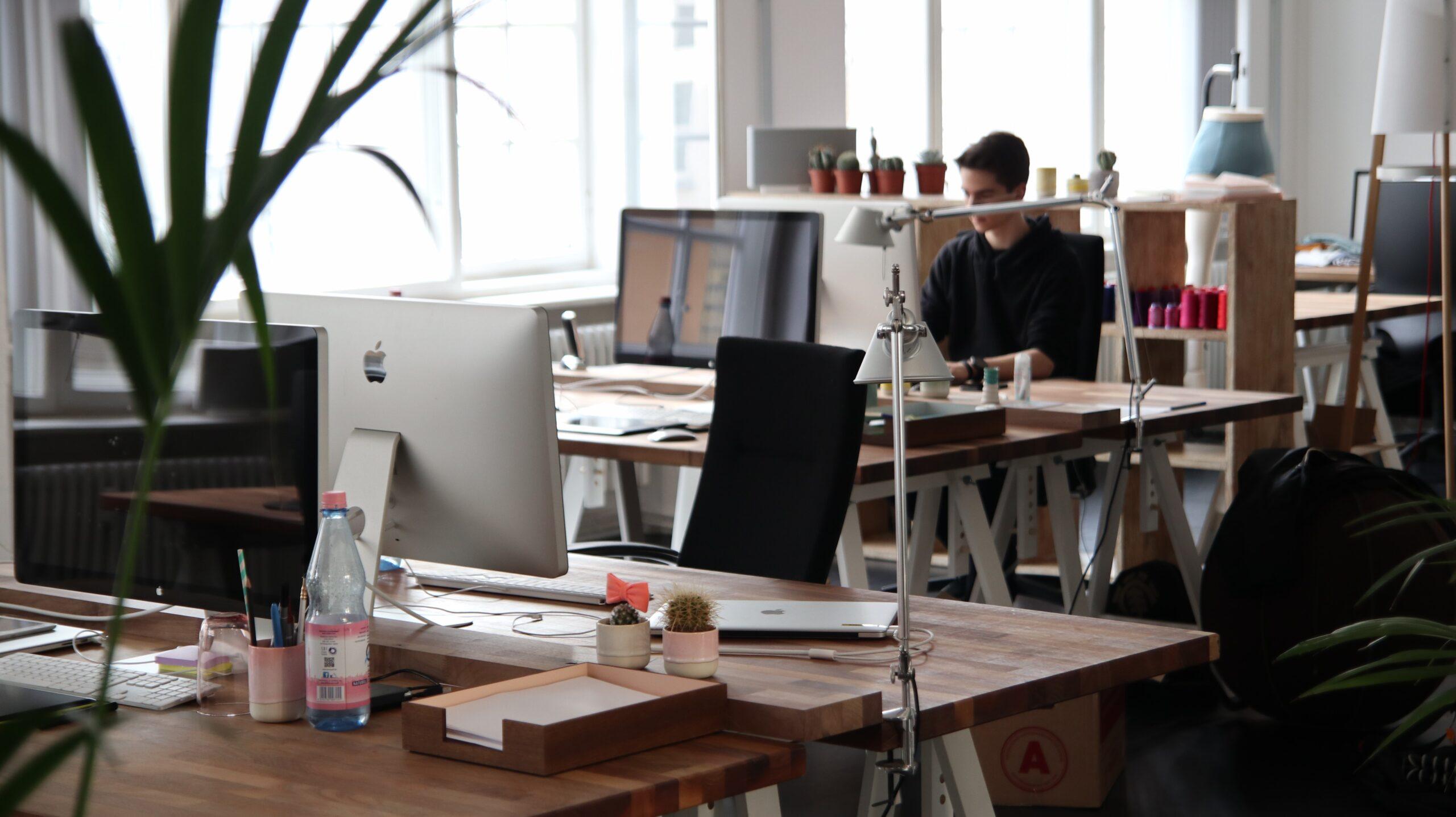 オフィス内にBGMを導入すると本当に生産性は上がるのか?