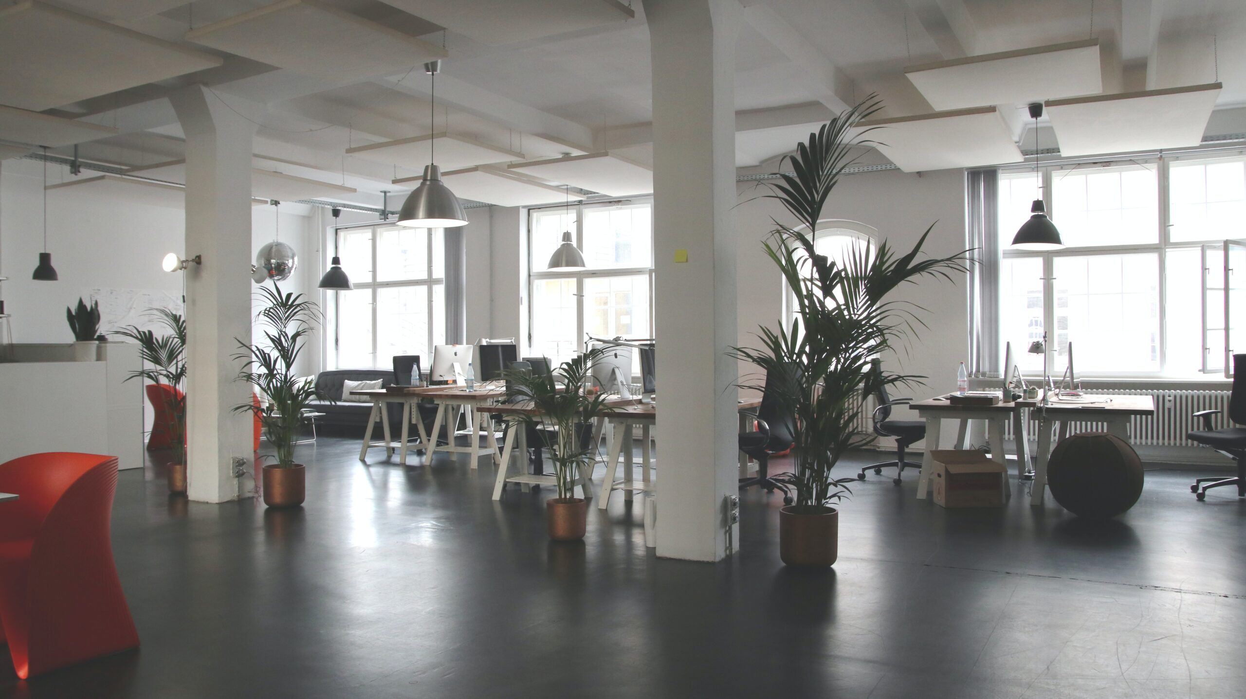 """""""オフィスらしくない""""オフィスに求めるデザイン性や機能性"""